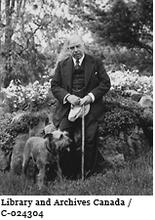 "Image of the Right Honourable William Lyon Mackenzie King and his dog ""Pat"""